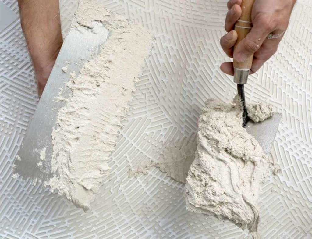 trowels with mixed plaster