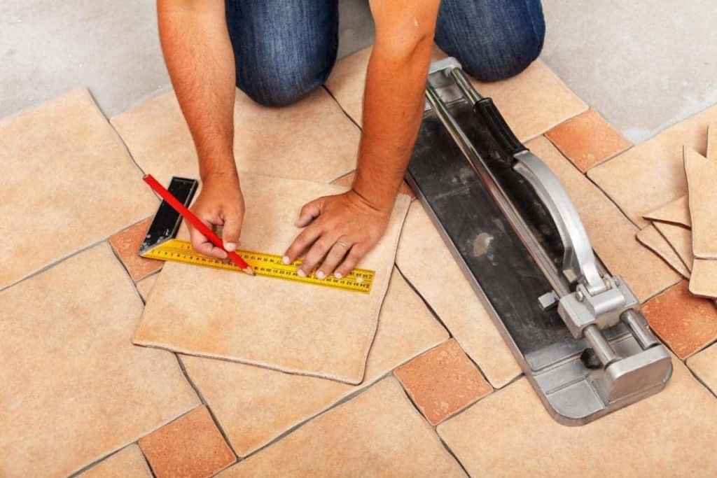 cutting tiles with manual tile cutter