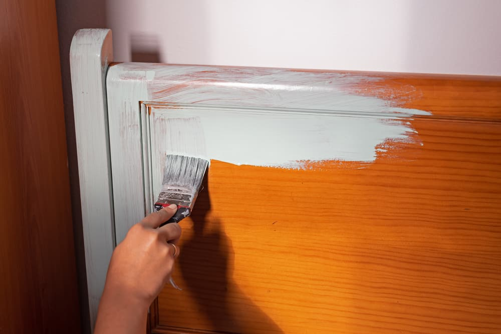painting furniture with white paint